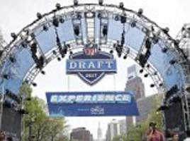 nfl draft 2017 results, live picks: first round selections