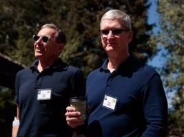 apple is working on its own visa pre-paid debit cards — and bank executives hate it (aapl)