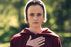'handmaid's tale' hulu debut sparks smart, politically savvy online reactions