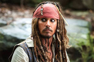 Johnny Depp Dresses Up as Jack Sparrow, Surprises 'Pirates' Riders at Disneyland (Videos)