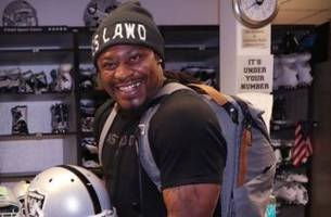 Charles Woodson gave Marshawn Lynch permission to wear his old number with Raiders