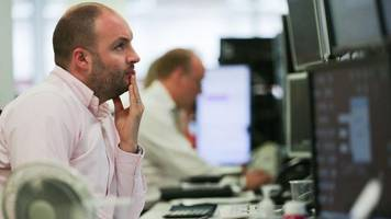 Barclays pulls FTSE 100 lower
