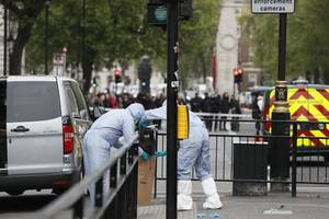 london counter-terrorism operation results in 4 arrested, 1 shot