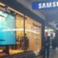 No one lined up for the new Samsung, but that doesn't mean the device isn't a huge hit