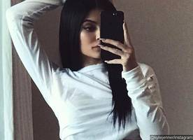 kylie jenner hits back at critics accusing her of photoshopping her sexy selfie