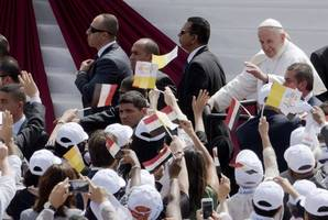Pope Francis preaches tolerance at Mass in Cairo
