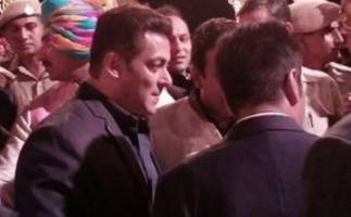 salman khan snapped at billionaire binod chaudhary's son's wedding