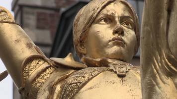 joan of arc: why is le pen marching around her statue?