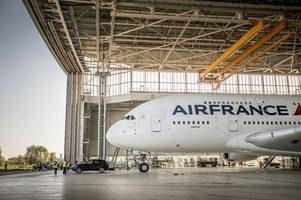 watch a porsche cayenne tow the biggest aircraft in the world - an air france airbus 380