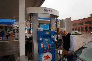 you can now pay for gas with your apple watch at exxonmobil stations