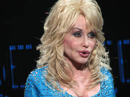 gatlinburg fire victims get big surprise from dolly parton's my people fund