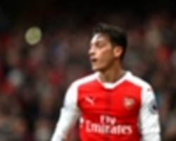 ozil, welbeck celebrate win over man utd with post-game selfie