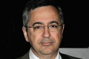 new sony pictures chief tony vinciquerra brings new media skills and a steady hand