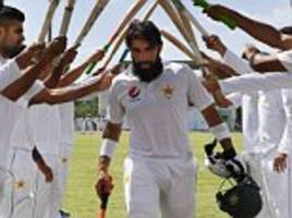 misbah-ul haq and younis khan sign out of test cricket
