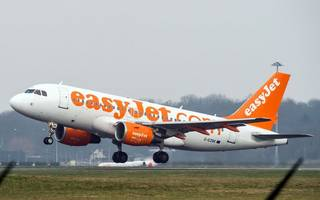 city analysts react to easyjet's £236m loss as shares slide