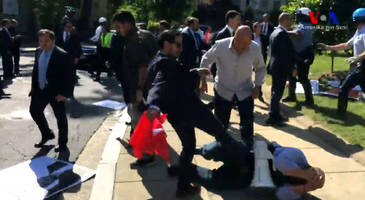 Huge Brawl Broke Out Between Erdogan's Bodyguards And Kurdish Protesters Outside Turkish Embassy