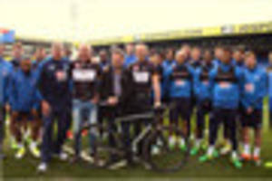 Crystal Palace squad and England manager show support for Eagles...