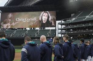 Mariners honor rock legend Chris Cornell with moment of silence before game