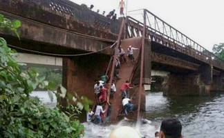 goa bridge collapse: 2 bodies recovered