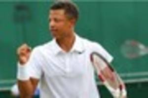 Tennis: Jay Clarke helping Andy Murray practice at Roland-Garros
