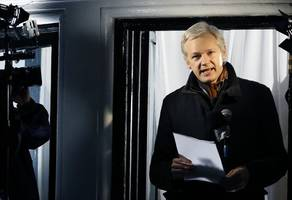 Swedish prosecutors to decide on lifting Assange warrant