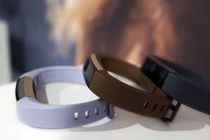 UPDATE 1-U.S. charges Virginia man with Fitbit stock hoax