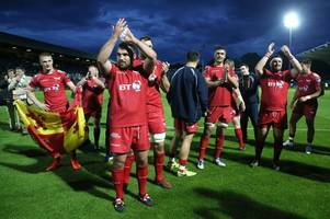 Leinster 15 Scarlets 27: 14-man Welsh region secure famous win in Dublin to reach Guinness Pro12 final