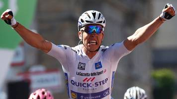 jungels wins stage 15 of giro as dumoulin retains lead
