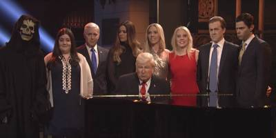 "Alec Baldwin Opens ""SNL"" as Donald Trump and Covers Leonard Cohen's ""Hallelujah"""