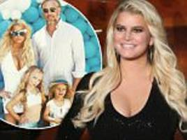 jessica simpson insists she's not pregnant on ellen