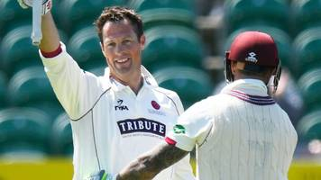 somerset v warwickshire: marcus trescothick breaks county record to help earn draw