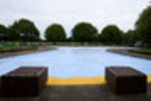 residents outraged over victoria embankment paddling pool's...