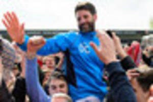 Lincoln City boss Danny Cowley receives achievement award from...