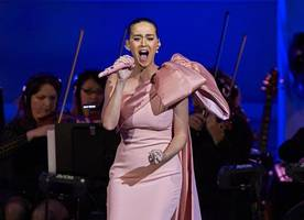 katy perry calls for taylor swift to end their feud as she blames her for starting it