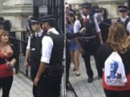 woman heckles police and soldiers at downing street
