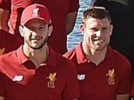 Liverpool FC stars pose in front of Sydney Opera House