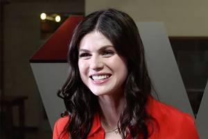 alexandra daddario joined 'baywatch' for the penis-stuck-in-a-chair scene (exclusive video)