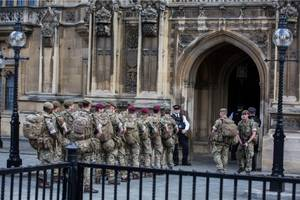 images of british troops deployed in london