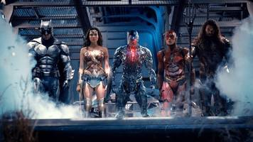 see 'justice league' costumes at the 2017 licensing expo