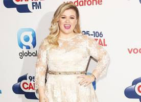 kelly clarkson and jennifer hudson are fighting over 'the voice' gig