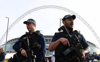 chelsea and arsenal to wear black armbands in fa cup final