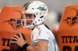 dolphins qb ryan tannehill says injured knee is back to normal