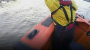 Man 'five seconds from drowning' rescued from River Thames