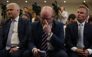 Ukip issues zero net migration vow at acrimonious manifesto launch