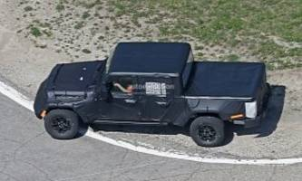2019 Jeep Wrangler Pickup Truck Spied, Prototype Tries to Hide Its Size