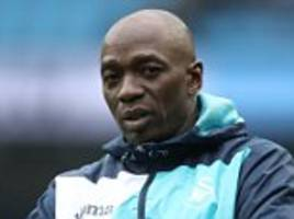 Chelsea icon Claude Makelele signs new contract at Swansea