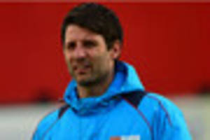 lincoln city boss danny cowley to stick to patient transfer model...