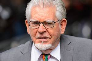 Rolf Harris is either innocent or an idiot, jury told in Cambridge indecent assault trial