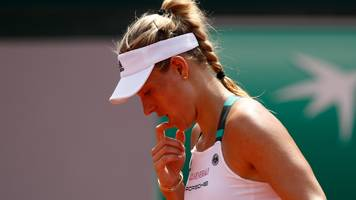 Top seed Kerber knocked out of French Open
