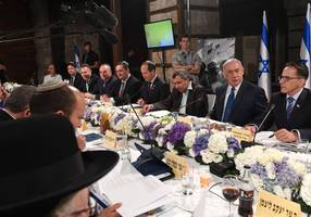 netanyahu, cabinet ministers hold meeting at western wall